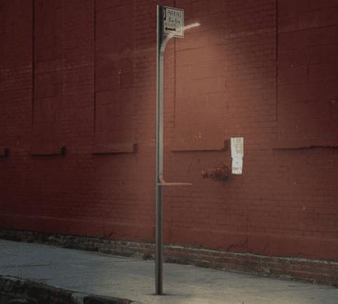 фонарь для зарядки устройств на улице