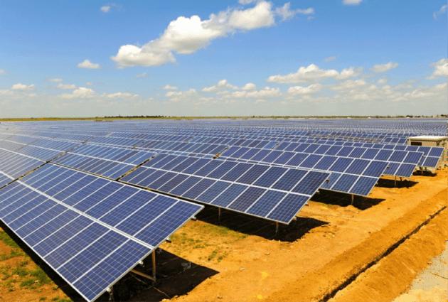 Поликристаллические солнечные модули на солнечной электростанции